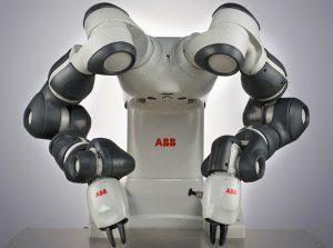 Roboten YoMi (you me - du jag) arbetar sida vid sida med människan.