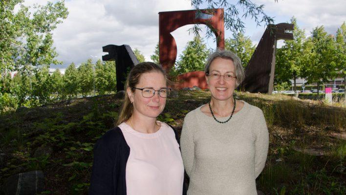 Ulrika Carlander (tv) och Heike Hellmold